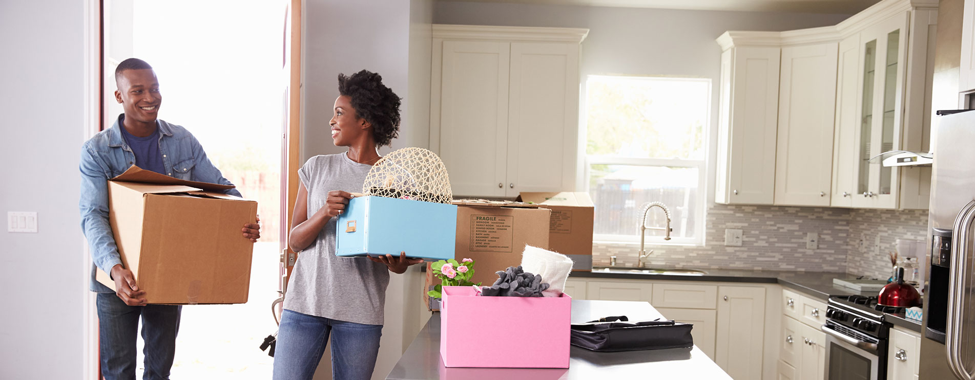 couple-moving-in_1903x743